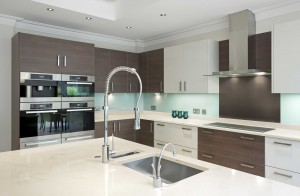 dbi_2015_zodiaq-cashmere-carrara_corian-deep-caviar_residential-kitchen